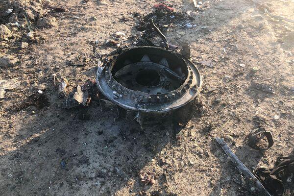 Restos del avión ucraniano después de la catástrofe aérea en Irán - Sputnik Mundo