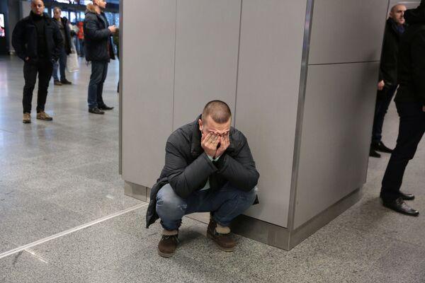 La reacción de uno de los familiares de las víctimas mortales de la catástrofe aérea en el aeropuerto de Boryspil - Sputnik Mundo