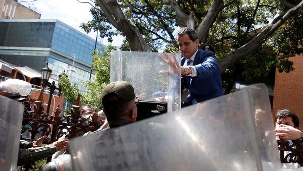 Juan Guaidó cerca de la Asamblea Nacional de Venezuela - Sputnik Mundo