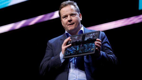 Lenovo presenta el ordenador plegable ThinkPad X1 Fold en CES 2020 - Sputnik Mundo