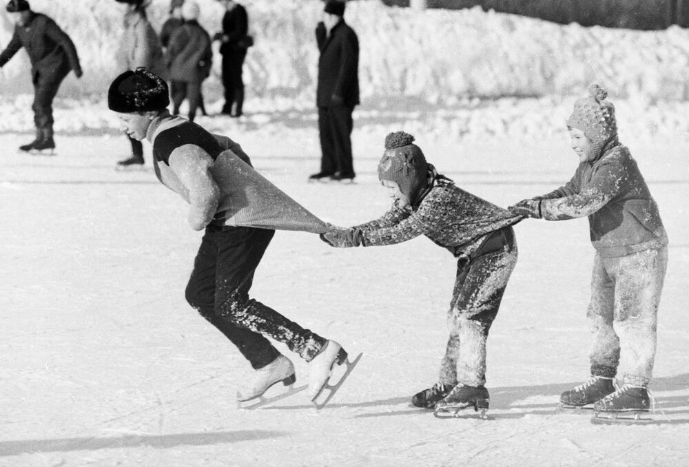 Sin videojuegos, pero con patines y trineos: vacaciones de invierno en la URSS