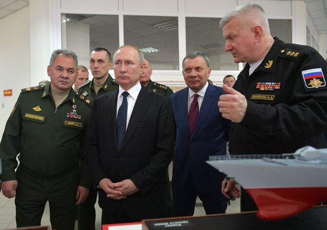 Vladímir Putin, presidente de Rusia, visita la Academia Naval Najímov en Sebastopol