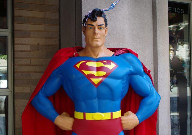 Una estatua de Superman