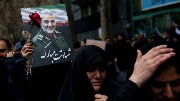 Mujeres iraníes lloran la muerte del general iraní, Qasem Soleimani (archivo) - Sputnik Mundo