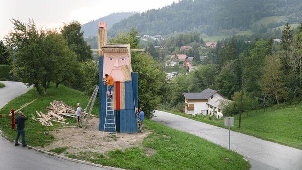 La estatua de Trump creada por el artista esloveno Tomaz Schlegl (archivo) - Sputnik Mundo