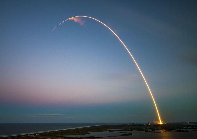 Lanzamiento de satélite (imagen referencial)