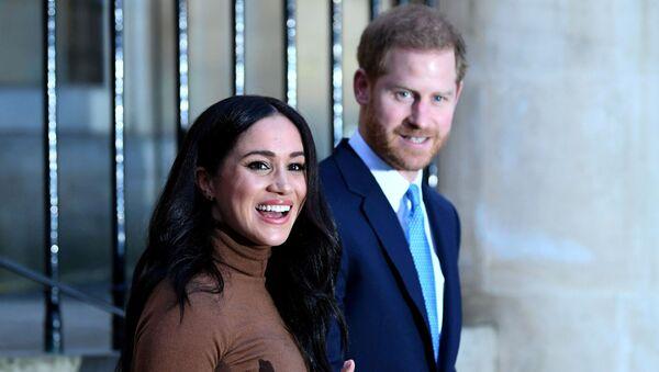 Meghan Markle y el príncipe Harry - Sputnik Mundo