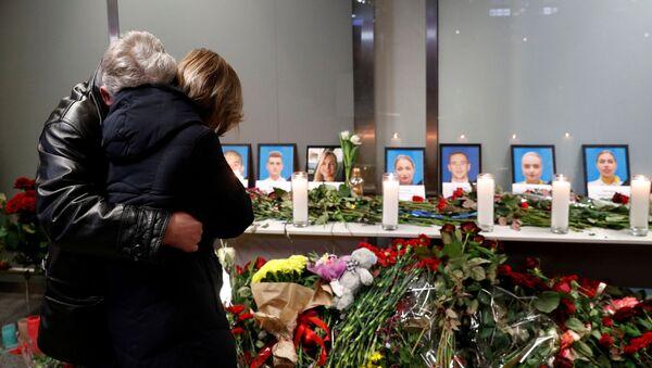 Homenaje a las víctimas del avión ucraniano siniestrado en Irán - Sputnik Mundo