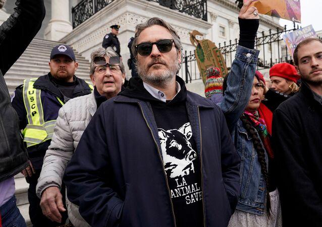 Joaquin Phoenix, actor estadounidense, participa de protestas ambientales en el Capitolio