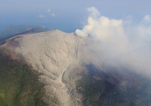 Erupción del volcano Shindake (archivo)