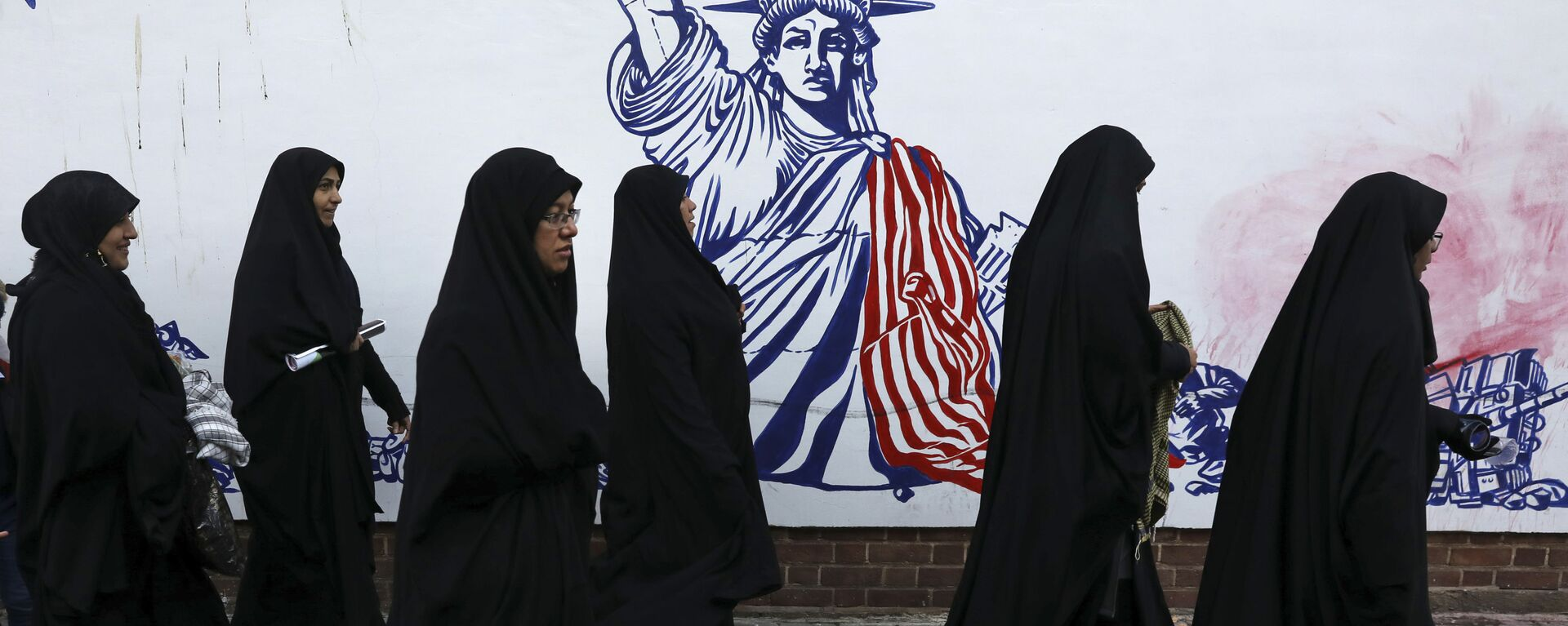 Un muro en Teherán con la imagen de la Estatua de la Libertad - Sputnik Mundo, 1920, 09.08.2021