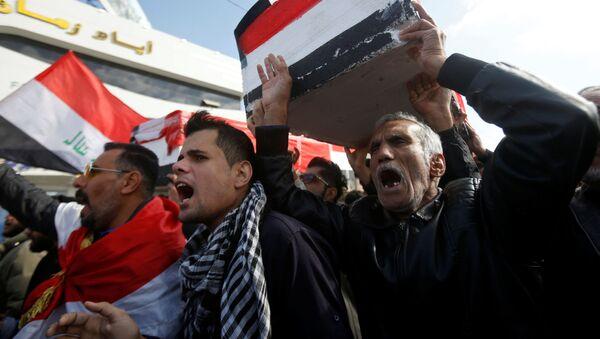 Protesta por la muerte de los periodistas Ahmed Abdulsamad y Safa Ghali, el 11 de enero de 2020, en Basra (Irak) - Sputnik Mundo