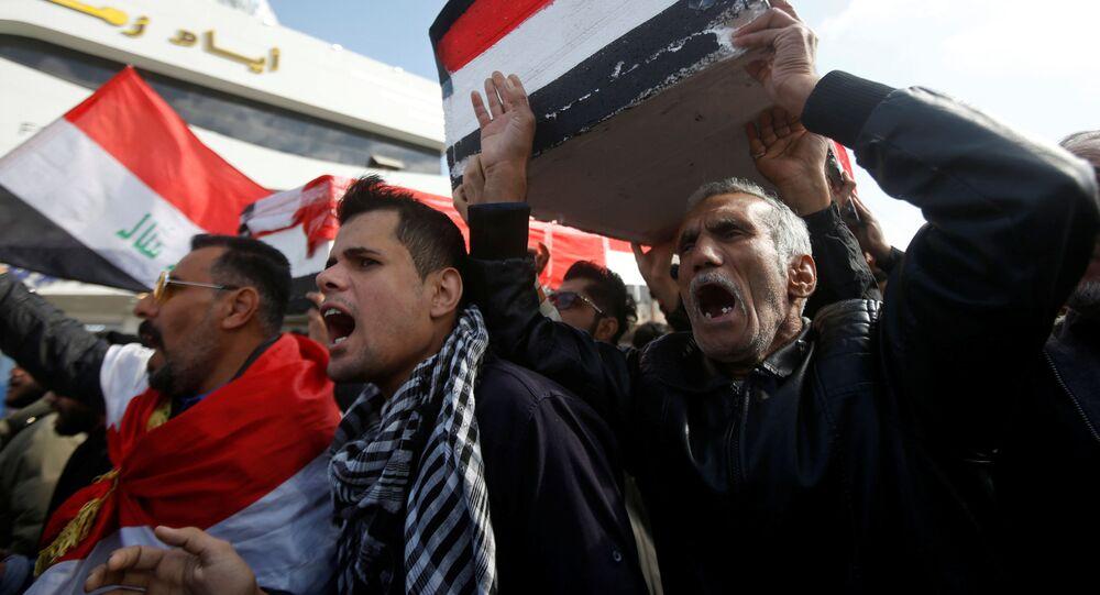Protesta por la muerte de los periodistas Ahmed Abdulsamad y Safa Ghali, el 11 de enero de 2020, en Basra (Irak)