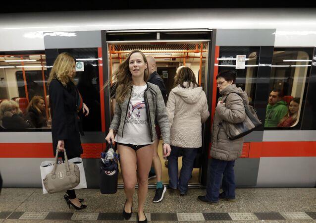Sin pantalones en el metro de Praga, República Checa