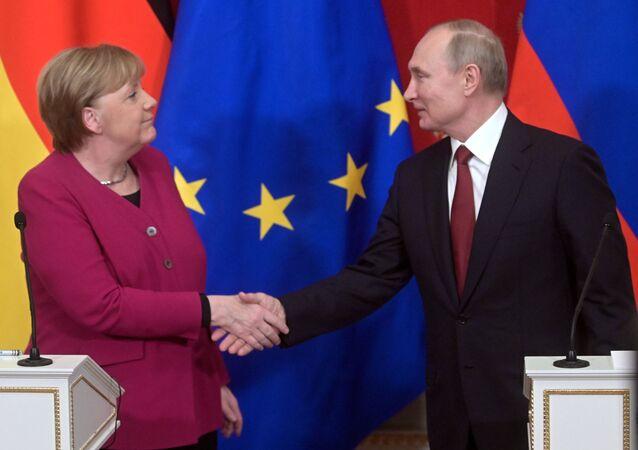 La canciller alemana, Angela Merkel, y el presidente ruso, Vladímir Putin