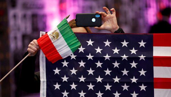 Las banderas de Irán y EEUU - Sputnik Mundo
