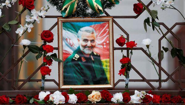 Un retrato de Qasem Soleimani, el general iraní asesinado por EEUU - Sputnik Mundo