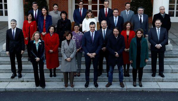 El presidente del Gobierno español, Pedro Sánchez, con el nuevo Gobierno - Sputnik Mundo
