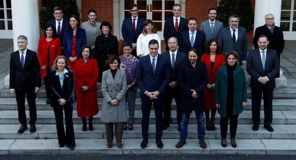 El presidente del Gobierno español, Pedro Sánchez, con el nuevo Gobierno