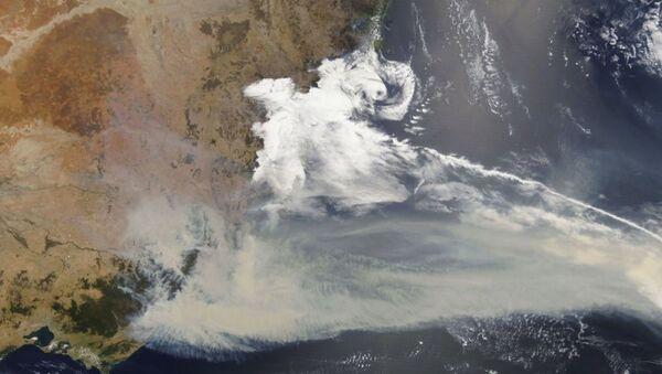 Incendios forestales en Australia desde el espacio - Sputnik Mundo