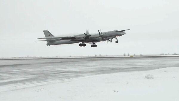 Los bombarderos estratégicos Tu-95MS desafían las extremas temperaturas del invierno ruso - Sputnik Mundo