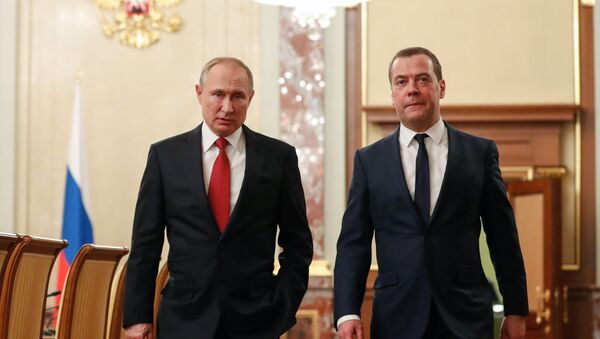 El presidente ruso, Vladímir Putin, y el primer ministro, Dmitri Medvédev - Sputnik Mundo
