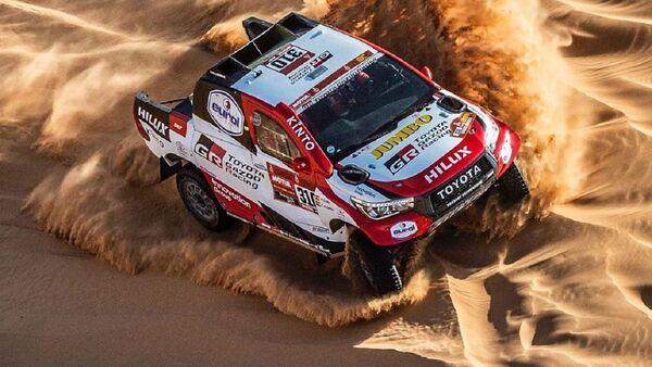 El automóvil de Fernando Alonso en la competencia del rally Dakar  - Sputnik Mundo