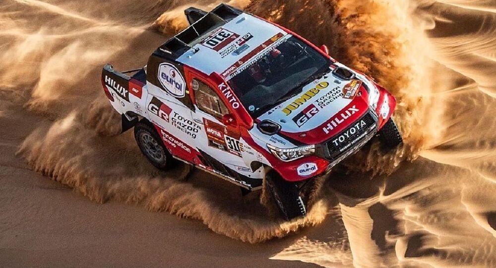 El automóvil de Fernando Alonso en la competencia del rally Dakar
