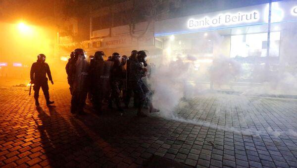 La policía de Beirut durante las protestas - Sputnik Mundo