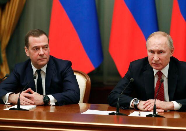 El nuevo vicepresidente del Consejo de Seguridad, Dmitri Medvédev, y el presidente de Rusia, Vladímir Putin