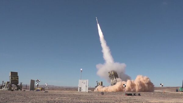 Israel pone a prueba una versión avanzada de su Cúpula de Hierro - Sputnik Mundo