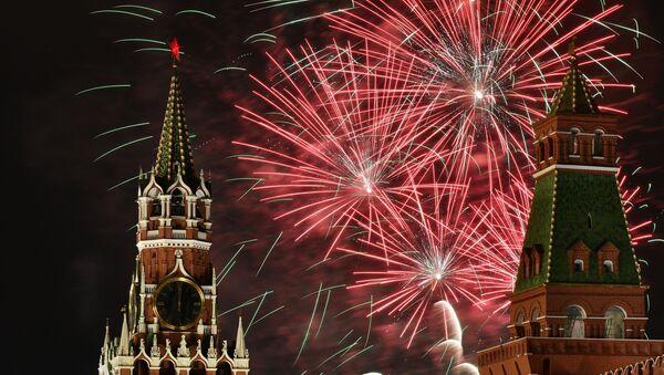 Fuegos artificiales en Moscú - Sputnik Mundo