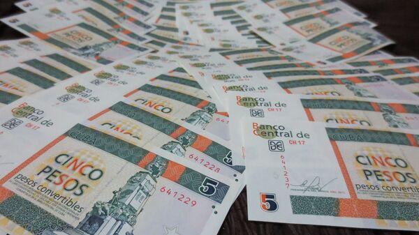 Billetes de pesos cubanos convertibles - imagen referencial - Sputnik Mundo