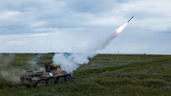 Prueba del sistema de misiles portátiles de defensa aérea Igla (archivo) - Sputnik Mundo