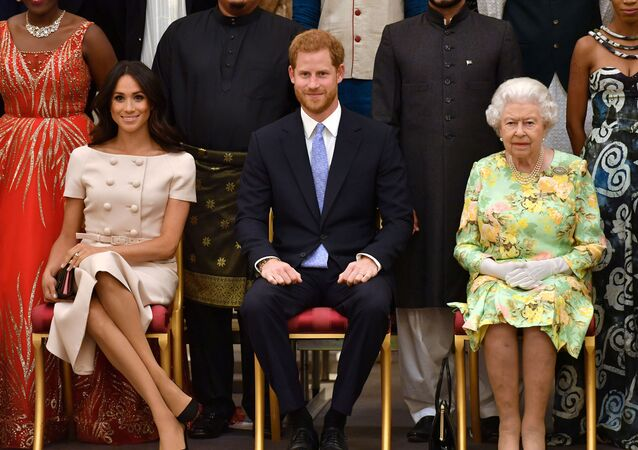 Meghan Markle junto a su esposo el príncipe Harry y la reina Isabel II