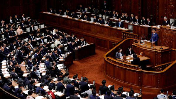 Shinzo Abe, el primer ministro de Japón, en una sesión del Parlamento japonés - Sputnik Mundo