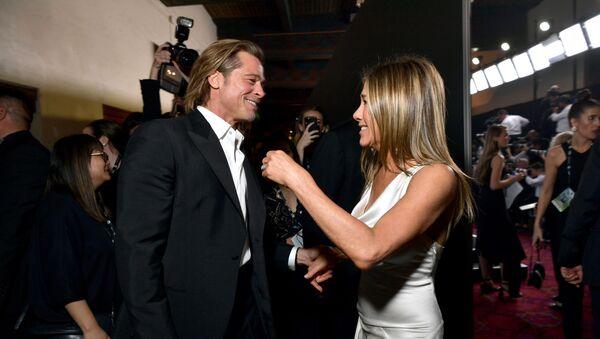 Brad Pitt junto a Jennifer Aniston - Sputnik Mundo