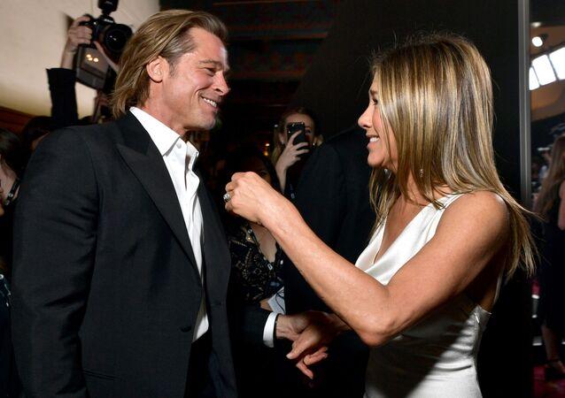 Brad Pitt junto a Jennifer Aniston
