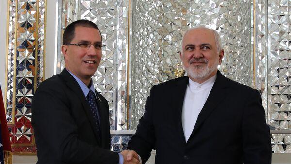 El canciller de Venezuela, Jorge Arreaza con su par iraní, Mohamad Yavad Zarif - Sputnik Mundo
