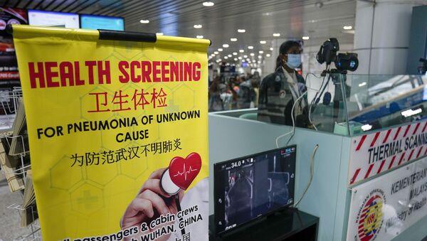 Estación de inspección sanitaria en el aeropuerto internacional de Kuala Lumpur en Sepang (Malasia) - Sputnik Mundo
