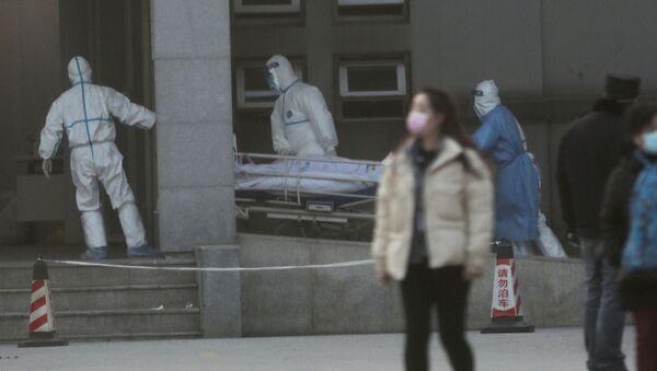 Médicos chinos en el hospital donde están los contagiados con el coronavirus - Sputnik Mundo