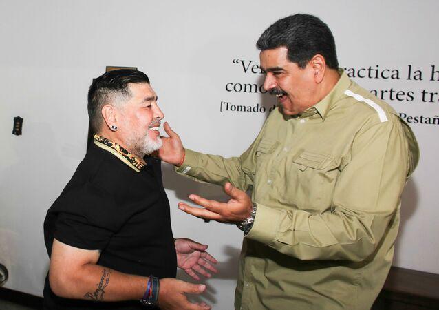 El ícono del fútbol latinoamericano, exfutbolista argentino Diego Armando Maradona y el presidente de Venezuela, Nicolás Maduro