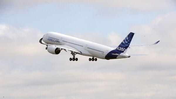 Un avión de Airbus despegando (imagen referencial) - Sputnik Mundo