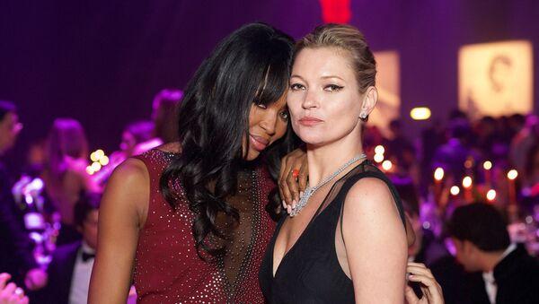 Las modelos Naomi Campbell y Kate Moss - Sputnik Mundo
