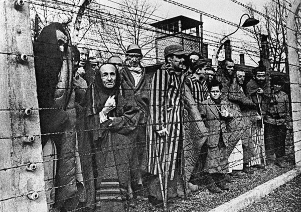 Hace 75 años, la Unión Soviética liberó a los prisioneros de Auschwitz - Sputnik Mundo