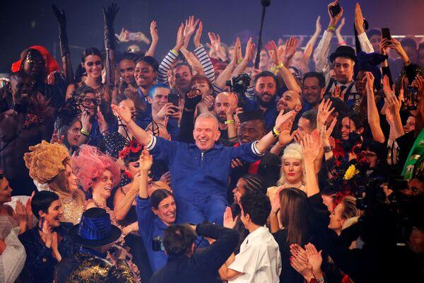Un adiós extraordinario: el último desfile de Jean-Paul Gaultier en París  - Sputnik Mundo