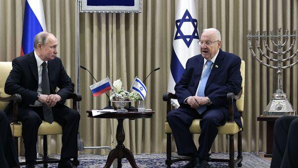 El presidente ruso, Vladímir Putin y su homólogo, Reuven Rivlin - Sputnik Mundo