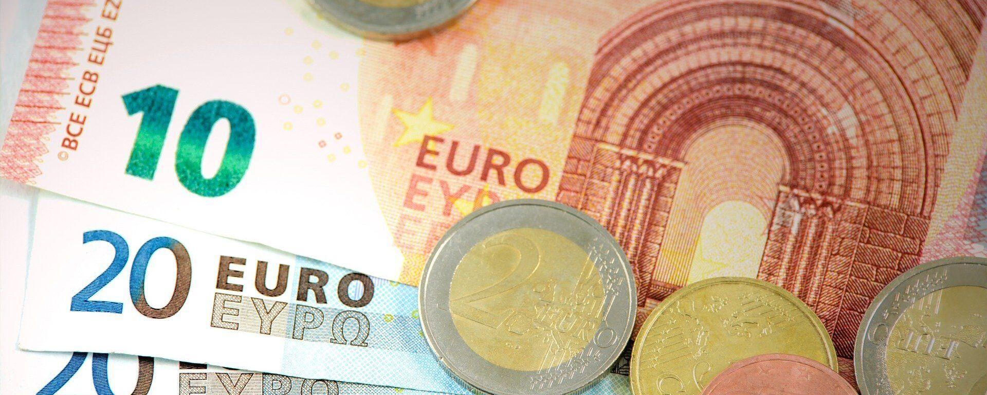 Billetes y monedas de euro (imagen referencial) - Sputnik Mundo, 1920, 27.08.2021