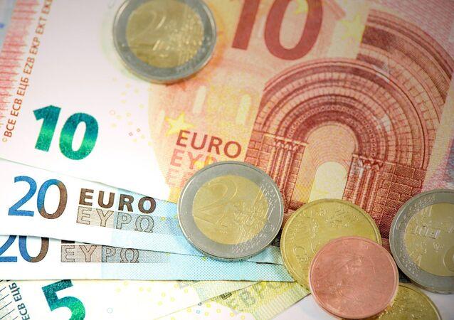 Billetes y monedas de euro (imagen referencial)