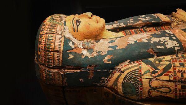Un sarcófago de una momia egipcia - Sputnik Mundo